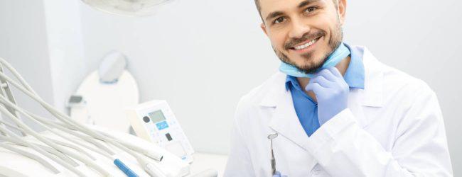 Implantes dentales se adaptan a la boca mediante técnicas especializadas